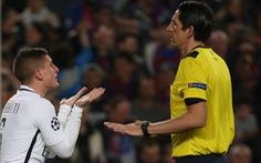 """Barca được trọng tài """"tiếp tay""""?"""