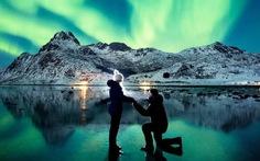 Màn cầu hôn 'siêu lãng mạn' dưới bắc cực quang