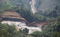 Lấy mẫu phân tích ô nhiễm sau sự cố đập chứa bùn thải