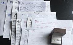 Cầu hôn bằng 14 lá thư tình viết trong... 3 năm
