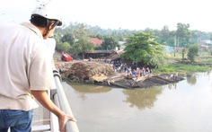Hàng chục người nhái lặn tìm sinh viên nhảy sông Sài Gòn