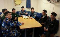 Cảnh sát biển cứu 8 ngư dân gặp nạn