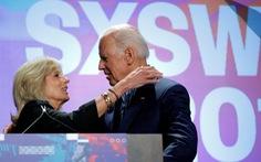 Vợ chồng cựu phó tổng thống Mỹ ra sách