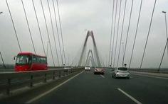 5 ôtô ngược chiều trên cầu Nhật Tân, mới phạt 1
