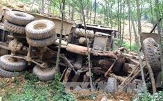 Xe tải lao xuống vực, 4 công nhân tử vong