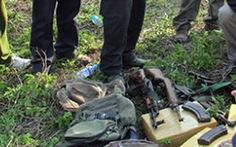 Thủ vũ khí, lập lán trại tại bìa rừng buôn ma túy