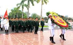 Dâng hương tưởng nhớ 100 năm ngày sinh đại tướng Văn Tiến Dũng