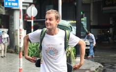 Gặp chàng nhạc công đi bộ vòng quanh thế giới