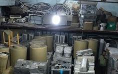 Phát hiện kho hàng chứa hàng trăm thiết bị điện cũ nhập lậu
