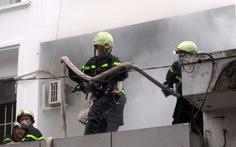 Đóng cửa nghỉ lễ, văn phòng công ty bốc cháy mù mịt