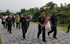 Du khách đổ về viếng mộ Đại tướng Võ Nguyên Giáp