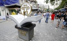 Hàng ngàn người Hà Nội đi phố sách ngày khai trương