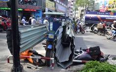 Xe ba gác chở tôn húc 2 người bị thương