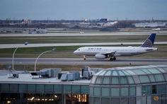 United Airlines bị lộ mã mở cửa buồng lái?