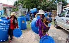 100 bồn chứa nước sạch đến bà con vùng hạn Gia Lai
