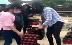 Làm rõ clip hai nữ sinh Tân Kỳ đánh hội đồng bạn