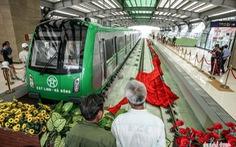 Dân Hà Nội háo hức xem tàu đường sắt trên cao Cát Linh - Hà Đông