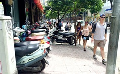Có chính sách miễn giảm khi thu phí vỉa hè