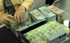 Giọt nước mắt người mẹ vay ngân hàng cho vợ chồng con