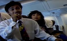 Xem... Lý Hùng hút thuốc trên máy bay