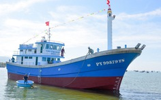 Hạ thủy tàu Trường Sa 7 vỏ composite có sức chứa 100 tấn cá