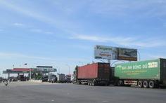 Phản đối trạm thu phí Quán Hàu, dân mang ôtô chặn đường