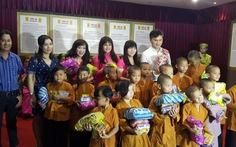 Tưởng niệm soạn giả Yên Lang và trao quà cho trẻ mồ côi