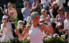 Tay vợt 20 tuổi Ostapenko gặp Halep ở chung kết Pháp mở rộng