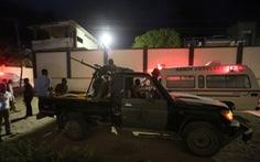 Đánh bom xe rồi bắt con tin ở thủ đô của Somalia