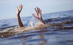 Ra sông tập bơi, hai cha con chết đuối