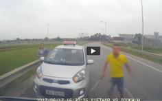Xử lý nghiêm tài xế chạy ngược chiều còn vung gậy sắt đe dọa