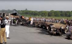 Đi mót xăng còn hút thuốc, xe xăng phát nổ làm 123 người chết