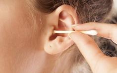 Cần bỏ thói quen lấy ráy tai