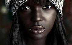 Cô gái như búp bê Barbie vượt 'bão' dư luận làm người mẫu
