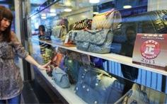 Trung Quốc: muốn xài túi xách hàng hiệu thì... thuê
