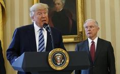 Tổng thống Trump bất ngờ 'tấn công' thuộc cấp