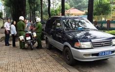 Quận 3 niêm phong ôtô, phạt bãi giữ xe chiếm vỉa hè