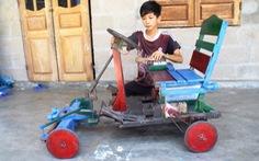 Trò lớp 8 làm xe điện cho người khuyết tật