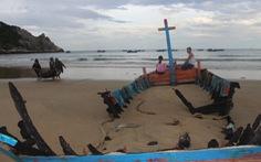 Đàn ông đi biển hồn treo cột buồm