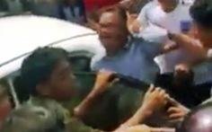 Dân vây bắt hai người Trung Quốc nghi 'thôi miên' cướp tiền