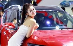 Vietnam Motor Show: 'Em xinh em đứng chỗ nào cũng xinh'