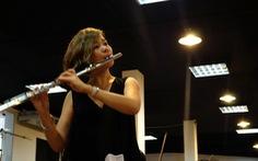 Nghệ thuật có đắt đâu, chỉ cây sáo vàng là hình như hơi đắt!