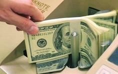 Giá USD ngân hàng ngược chiều với tỉ giá trung tâm