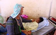 Lũ quét ở Sơn La: Thương trò mồ côi, cô giáo vào viện chăm sóc
