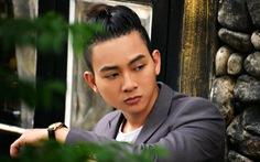 Hoài Lâm đa phong cách trong CeeShow livestream ngày 11-8