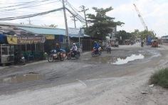 Đường vào cảng Phú Định hư hỏng nặng