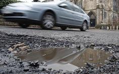 Nhựa tái chế giúp xe hơi không còn chạy trên đường 'ổ gà'