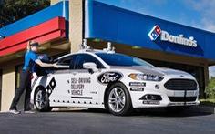Xe tự lái Ford giao pizza Domino cho khách