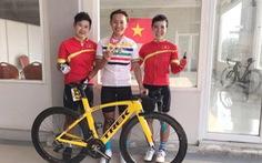 Nguyễn Thị Thật được thưởng nóng cho chiếc HCV xe đạp lịch sử