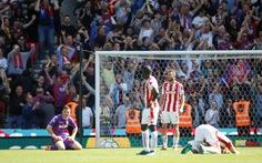Thua ngược Crystal Palace, Stoke xuống hạng